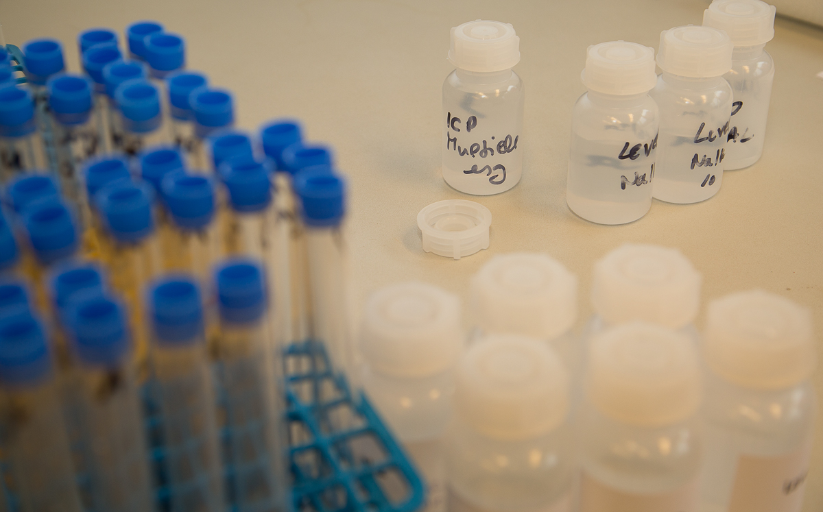Laborproben einer Wasser-Analyse